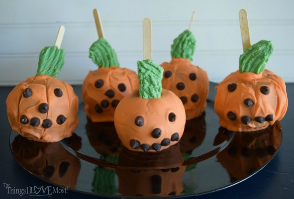 Halloween Pumpkin Caramel Apples | TheThingsILoveMost.com